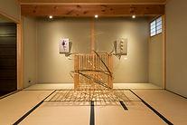 Wind dancing in grid (格子に舞う風).jpg