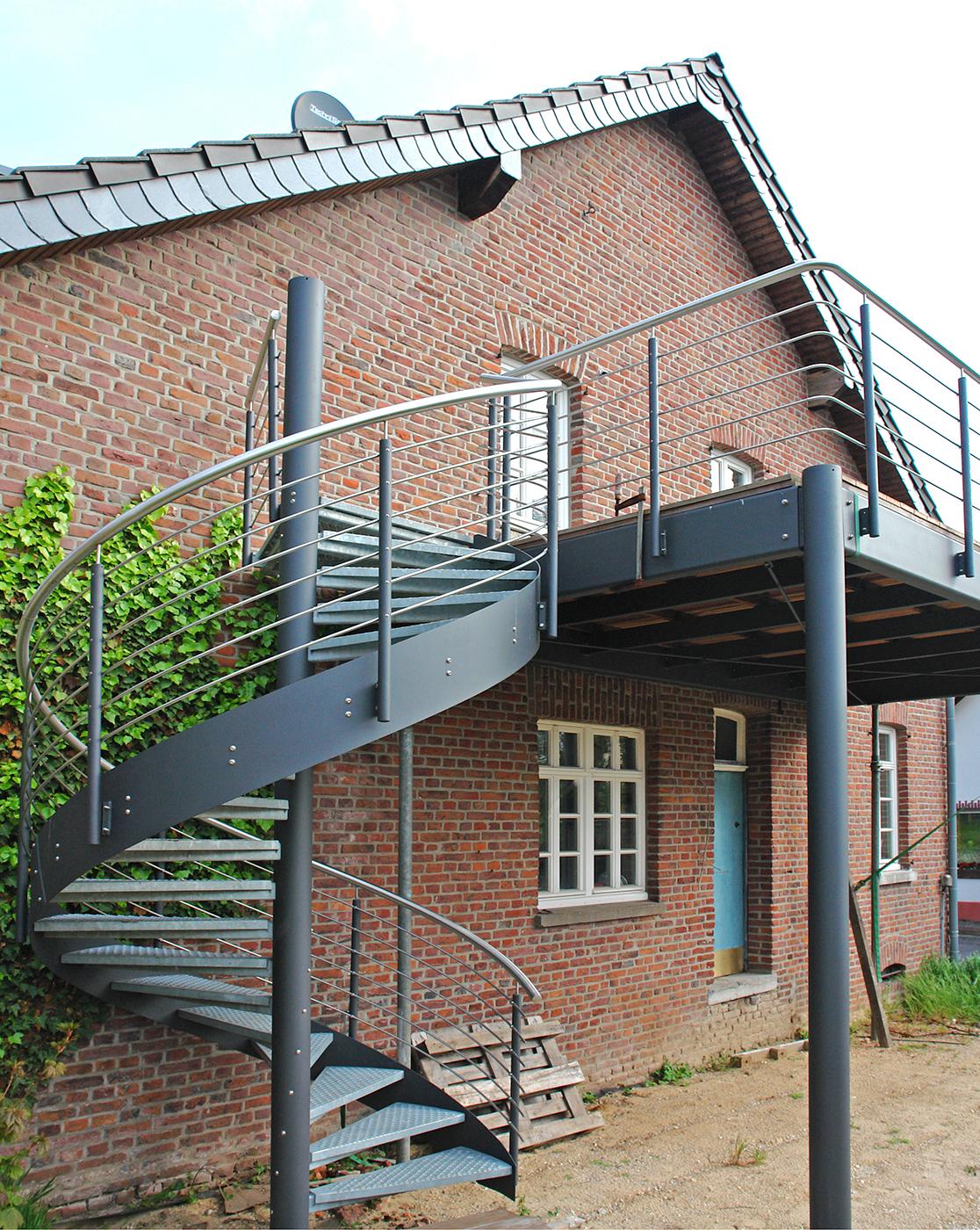 Galerie_Spindeltreppe-DIVA-Balkon-grau