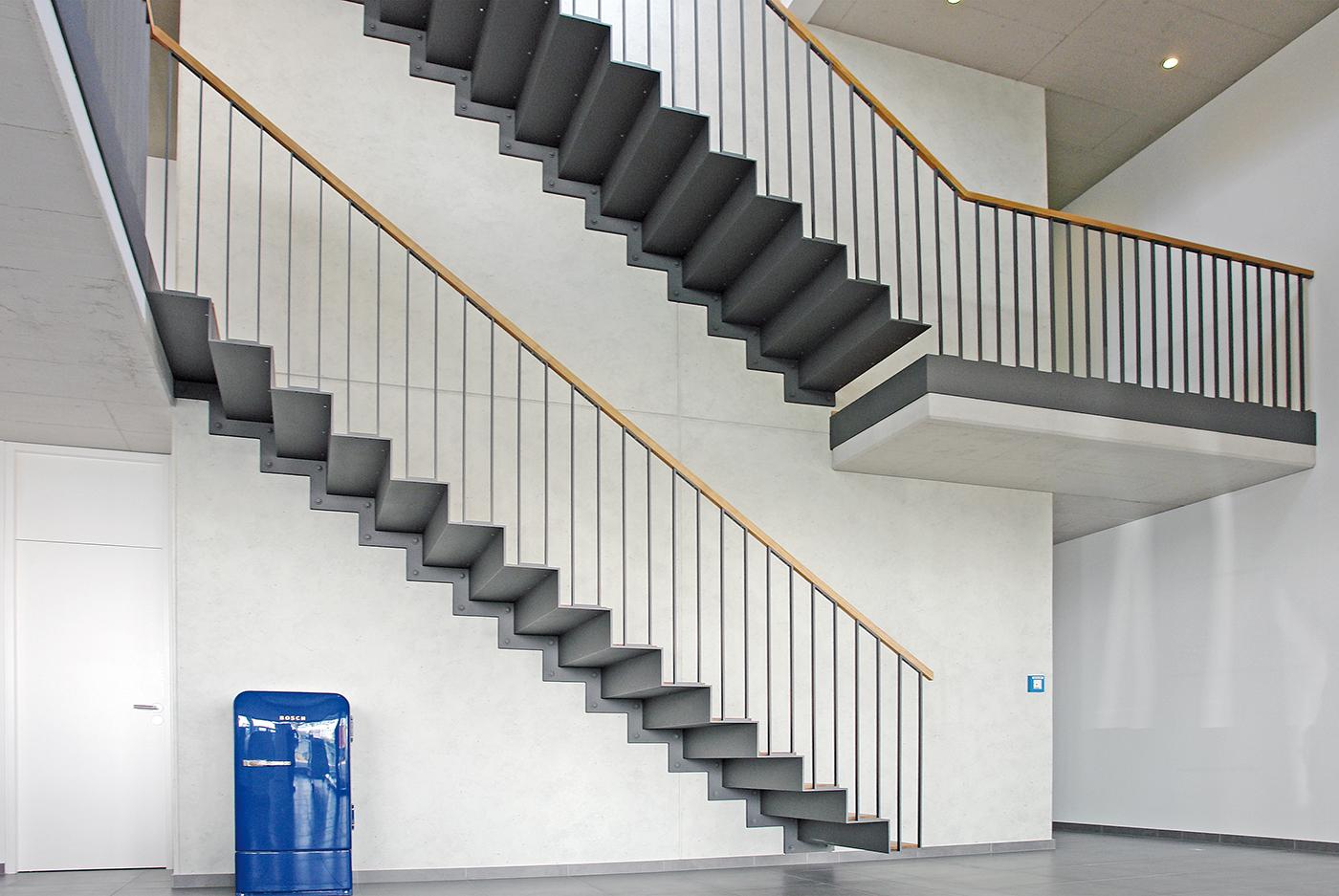 Galerie_Innentreppe-individuell-Büro