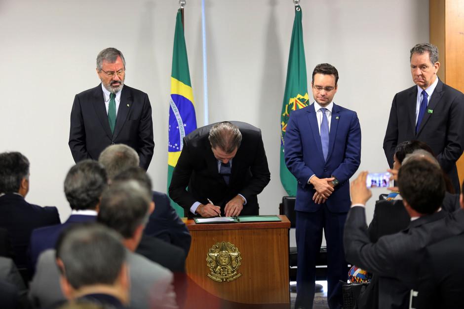 Lei sancionada por Toffoli tipifica os crimes contra a mulher