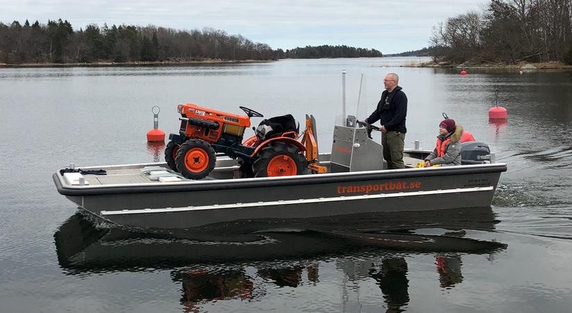 Transportera trakor med båt