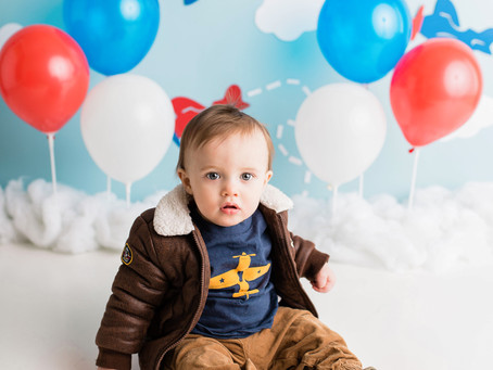 """""""First in flight"""" Cake smash - With Jaemie Hillbish Photography."""