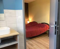 Chambre avec sanitaires privatifs