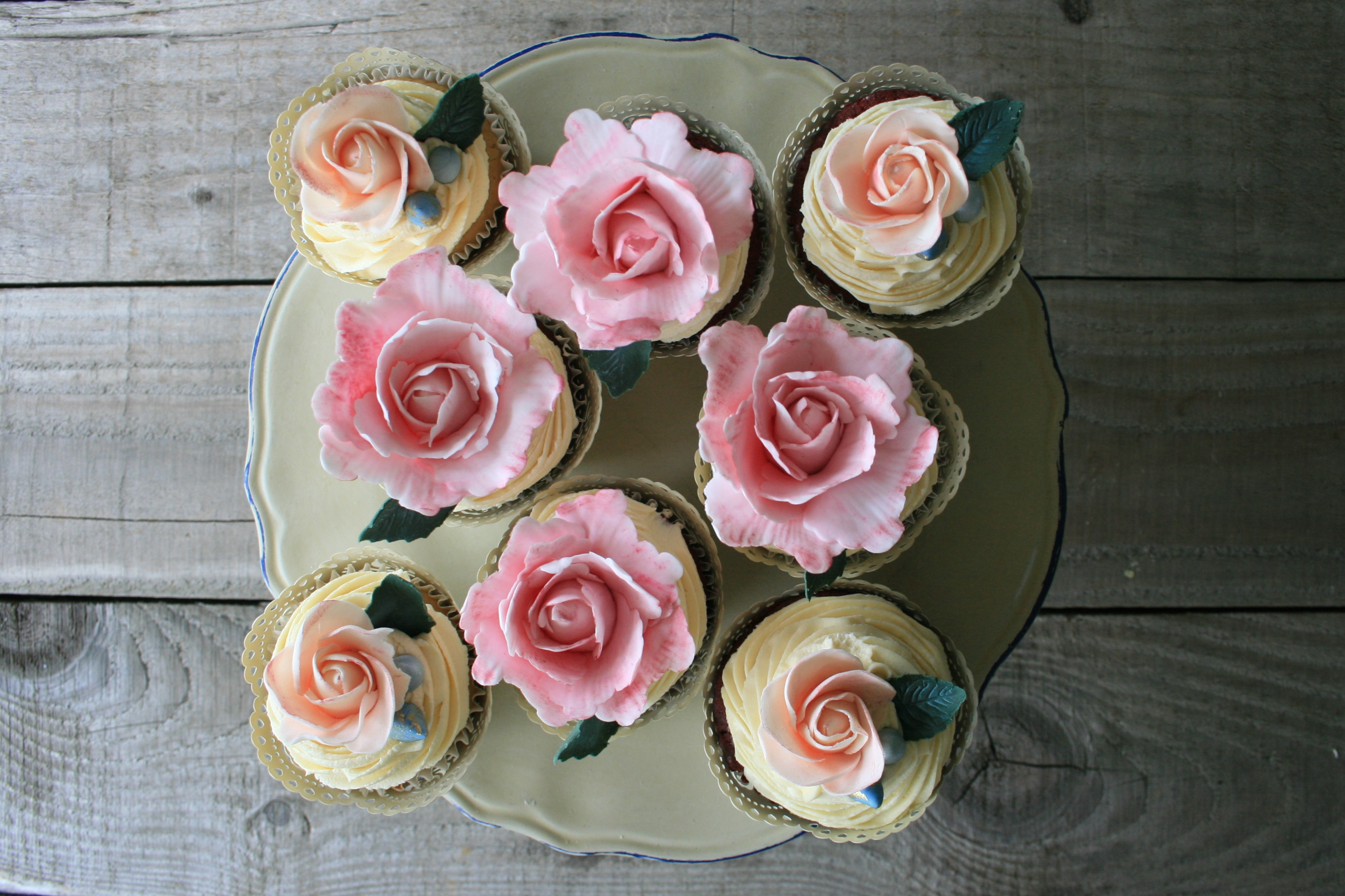 Floral Summer Party overhead cup cakes