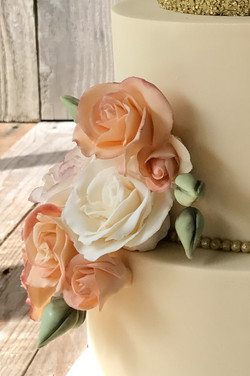 Peach Roses and Golden Sparkle det 2