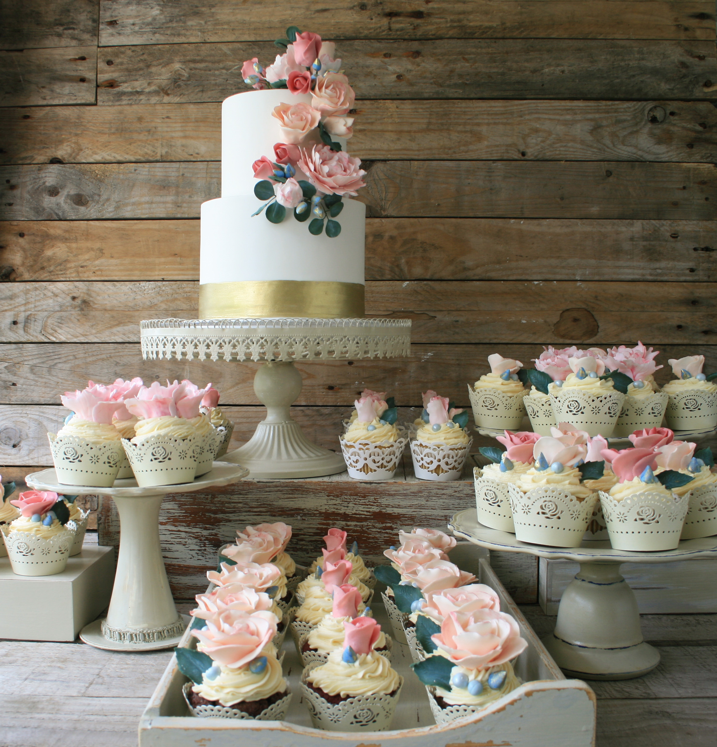 Floral Summer party with cup cakes