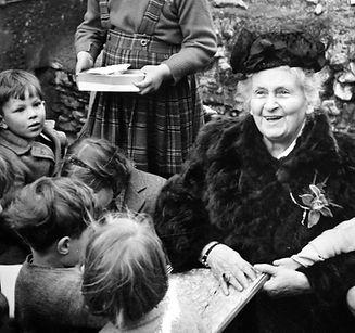 maria-montessori-children-01_edited.jpg