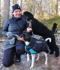 Eläintenhoitaja Pirjo Lyytikäinen Metsoniemen koirakoti