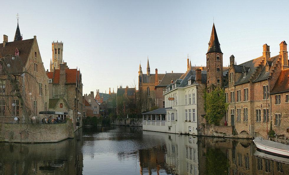 1780px-Rozenhoedkaai_Brugge.jpg