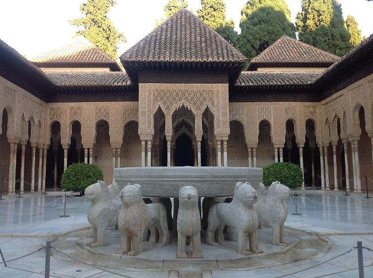 Patio_de_los_Leones._Alhambra_de_Granada._Spain..jpeg