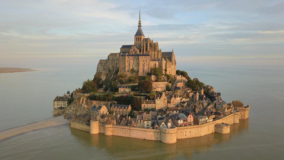 Mont-Saint-Michel_vu_du_ciel.jpg