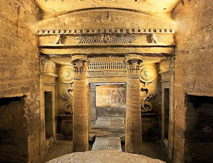 Catacombs of Kom El Shoqafa.jpg