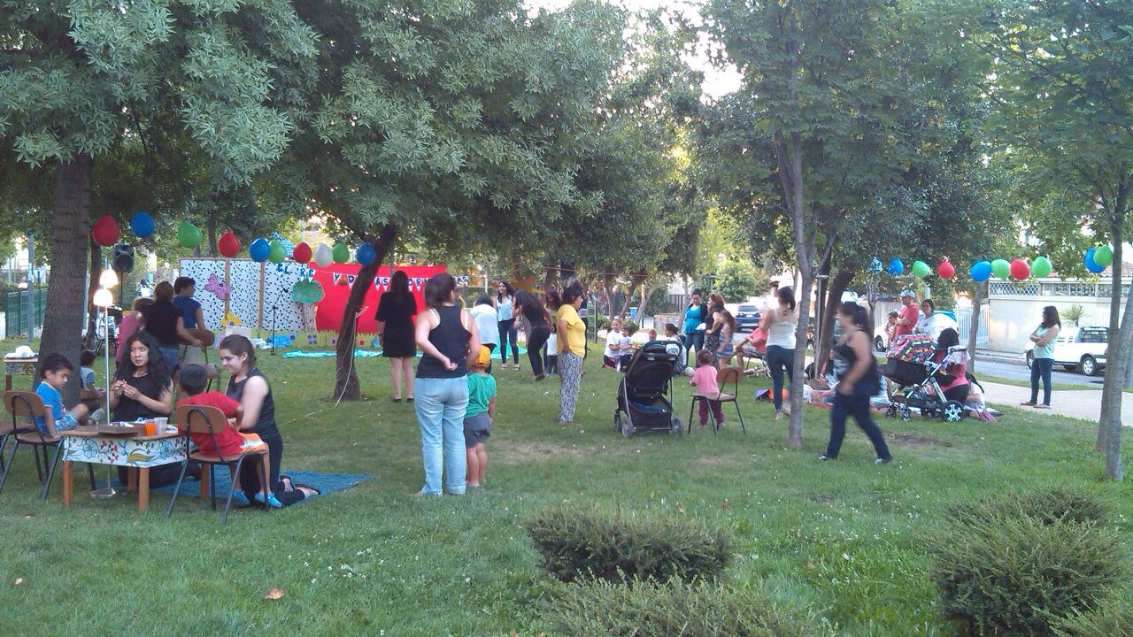 Compartiendo plaza villa Rojas Magallanes2
