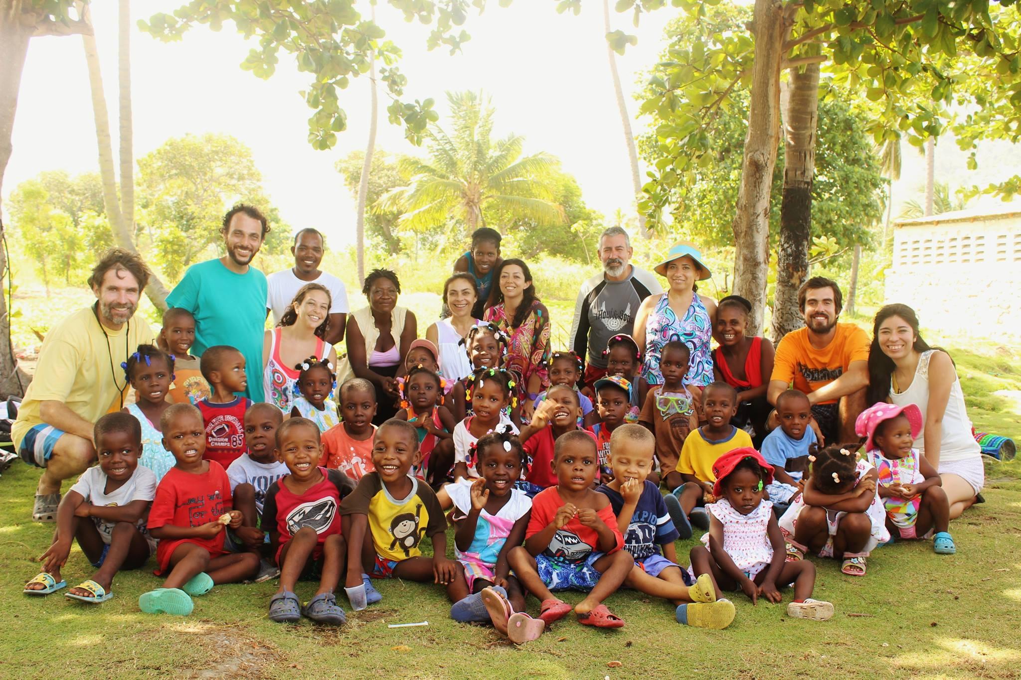El Equipo Misionero con los Niños de