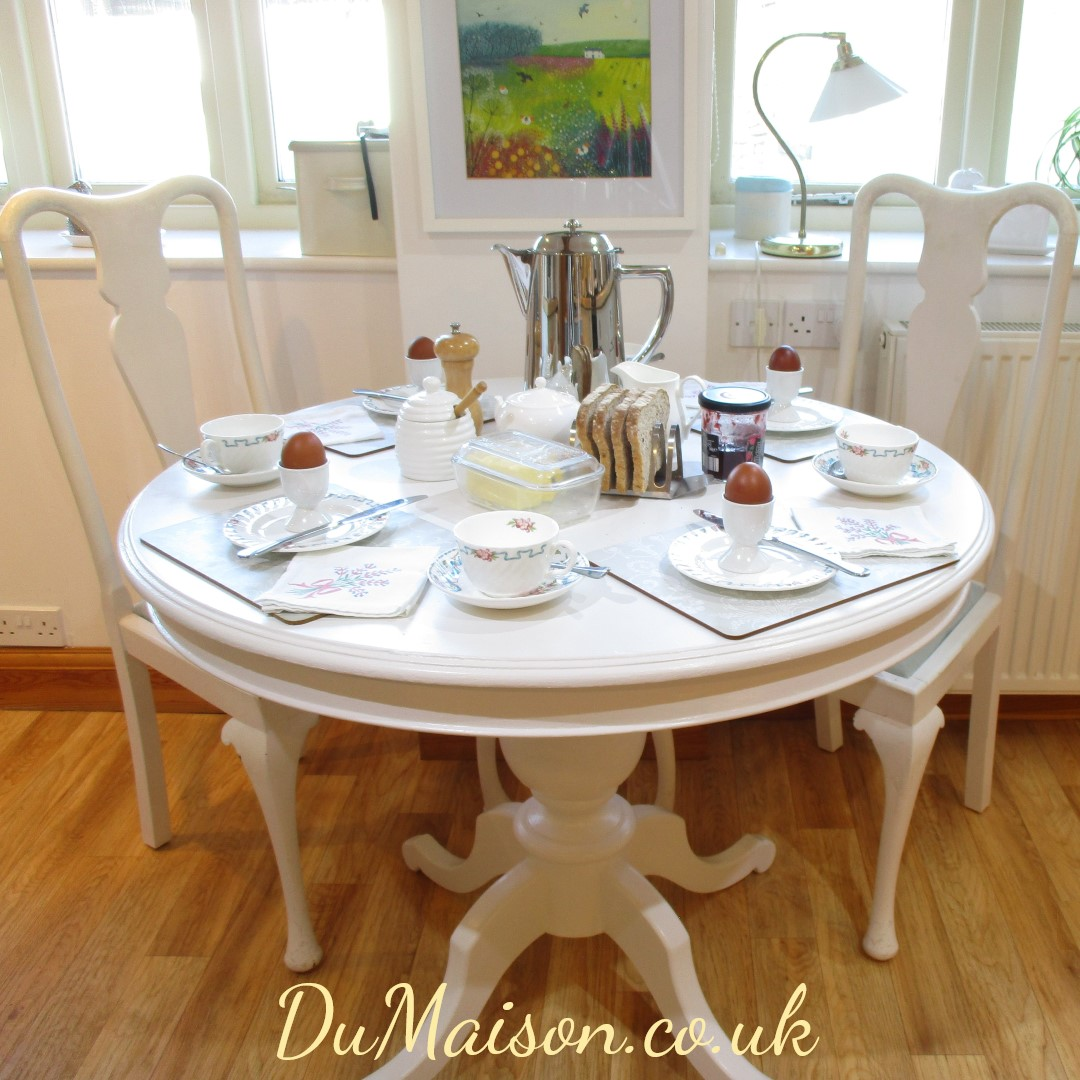 Round Breakfast Table