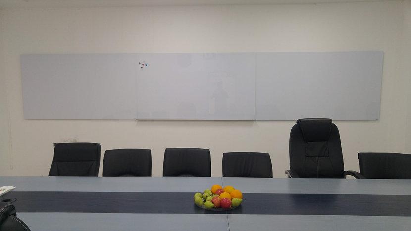 DEB - לוח מחיק גדול ולוח מחיק ענק לחדר ישיבות לוח לכיתה, לוח להרצאה מבחר לוחותת של המותג ביקליר Bclear
