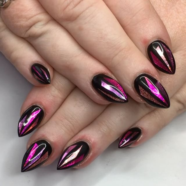 Pink and black broken glass nails for my unicorn librarian! 🖤💕🖤⚡️🦄👩🏼🏫