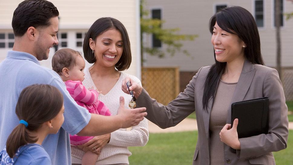 Hispanic-Family-Buys-a-Home-648x432.jpg