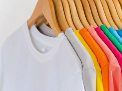 close-up-colorful-t-shirts-hangers-appar