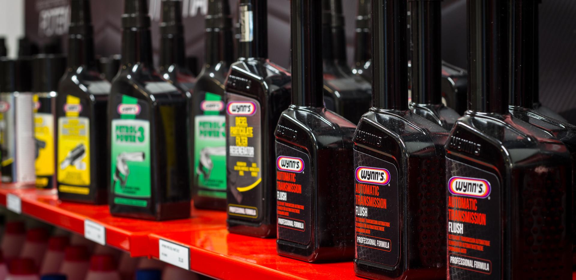 Myymälästämme löydät myös lisäaineet autollesi.