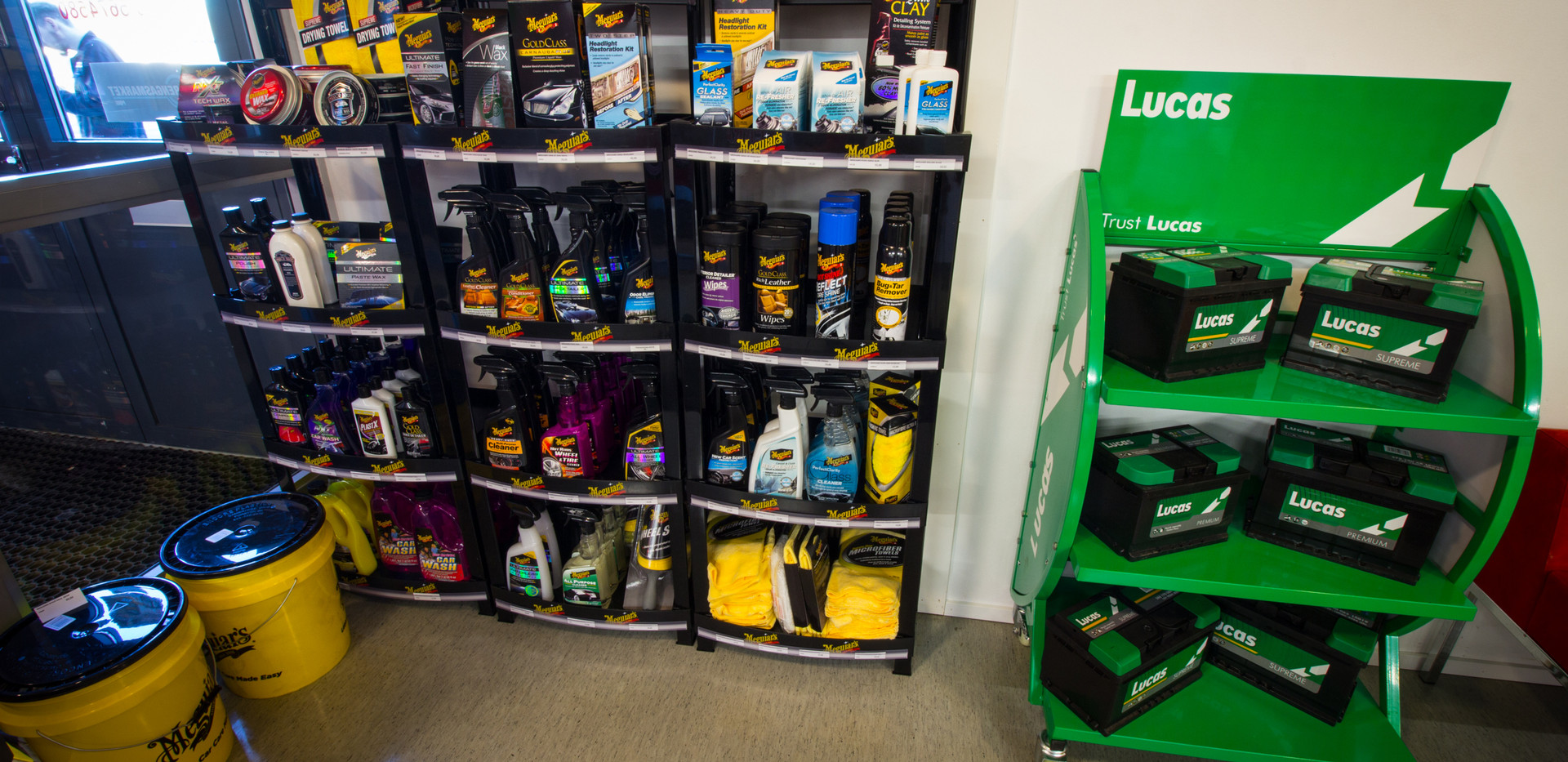 Myymälässämme reilu valikoima ammattitason autonhoitotuotteita Meguiarsilta!