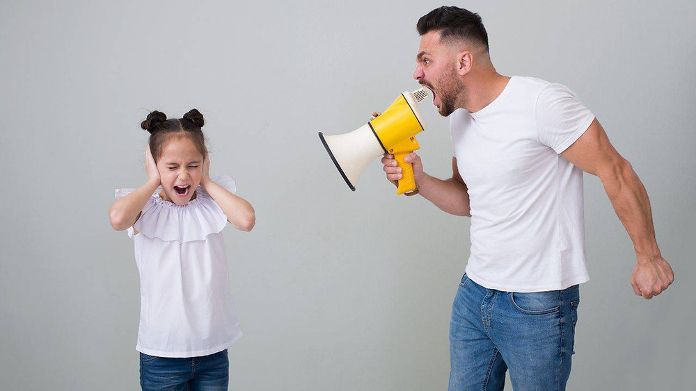 Sei un genitore verbalmente violento ?