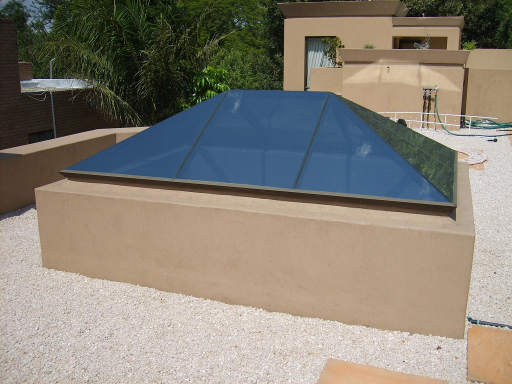 Ridge Pyramid with Hipped Ends