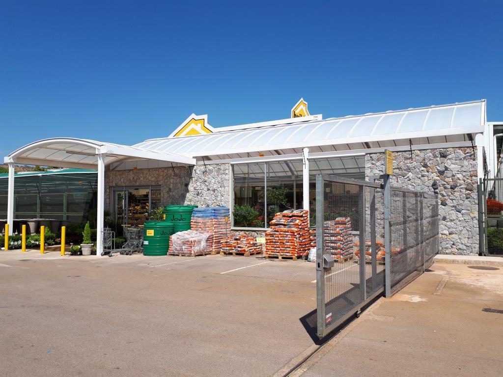 Low Rise Vault - Builders Warehouse Zambezi