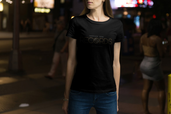 10-female-tshirt-mockup.JPG