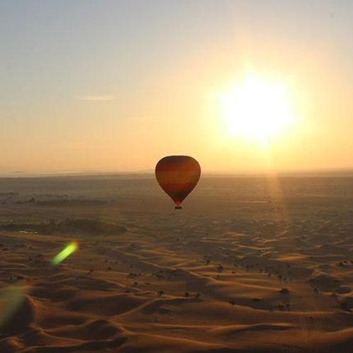 Vol en Montgolfière De luxe dans le désert avec Transport Et Petit Déjeuner