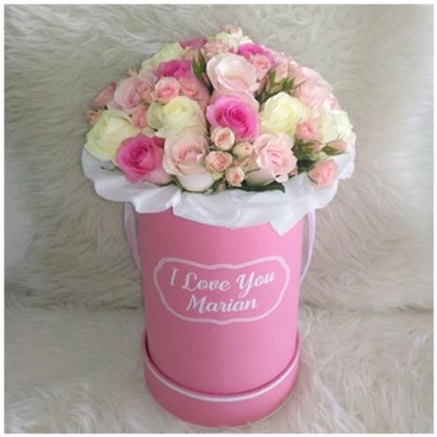 Bouquet de 40 Roses + Boîte avec texte Personnalisable livré à Dubai