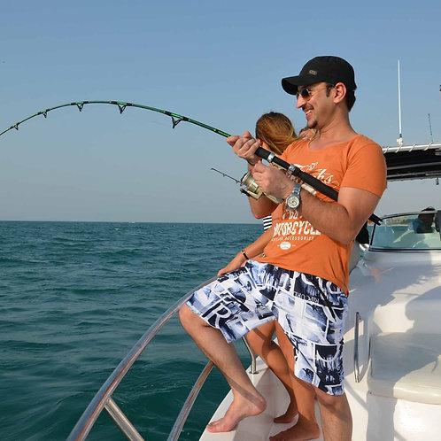 Partie de pêche sur un bateau à Dubai