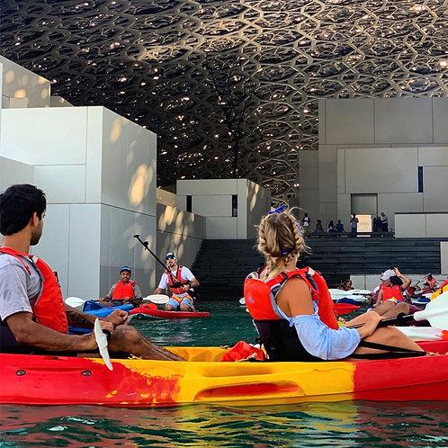 Séance de Kayak autour du Louvre de Abu Dhabi