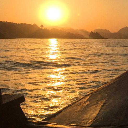 Croisière à Mascate de 2 h en boutre au coucher de soleil à Oman
