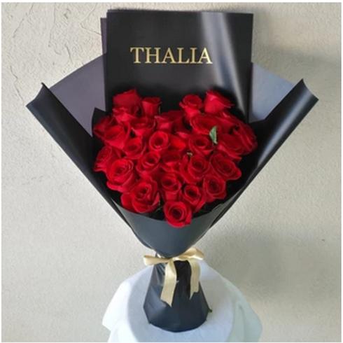 Bouquet de 30 Roses avec texte Personnalisable livré à Dubai