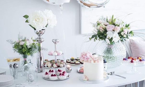 Mississauga florist Paris Floral Designs flowers on wedding cake