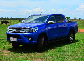 4 Wheel Driving: Toyota HiLux