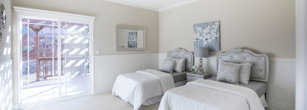 Two single Bed Bedroom