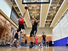 首戰告捷!【第16屆博驥籃球聯賽】 九龍城區體育會籃球隊首戰大比分獲勝