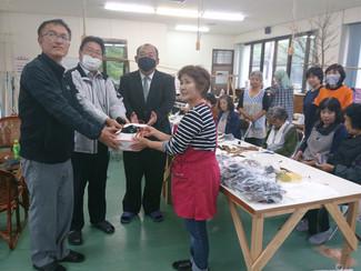 手作りマスクを寄贈