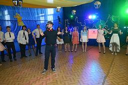 Obowiązkowo wspólnie tańczy się i polskie tańce:)