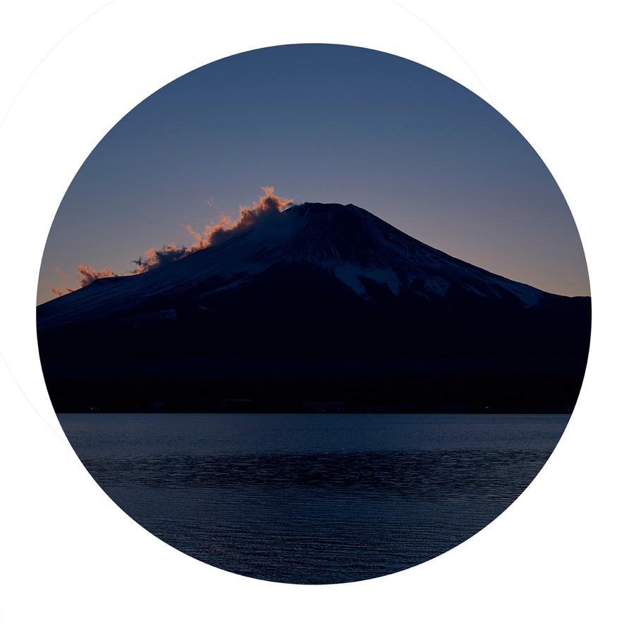 Fuji .Cloud.Fire .Mountain.burn   .jpg