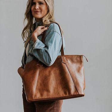 womens-walker-leather-tote-bag-tan-3_900