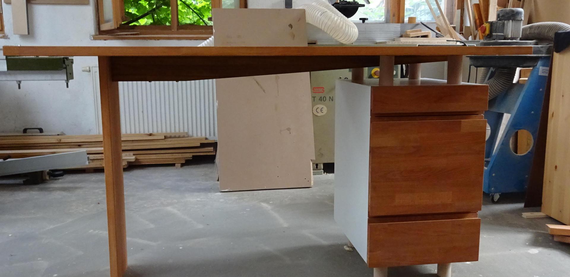 Holzw_Schreibtisch.JPG