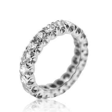 Fishtail Diamond Eternity Band  2.6 carats of Diamonds, in a fishtail stetting in an Platinum 900 eternity band ring.