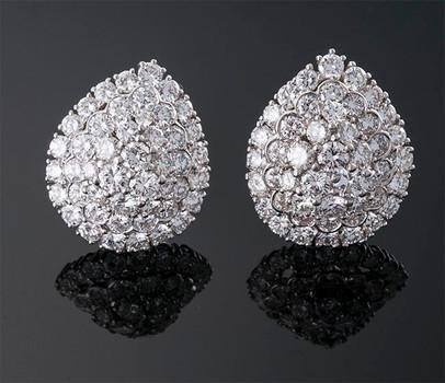 David Webb Diamond Earring  Platinum (28 x 23mm)  Webb  D=15.00cts app   ER40213