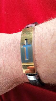 bracelet homme cuir motif croix doré.