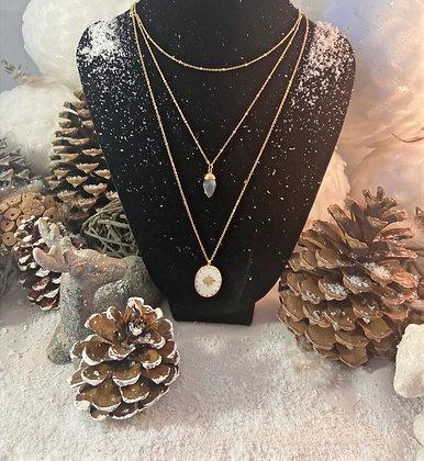 Collier triple Chaine simple , pierre et médaillon