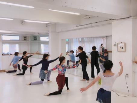 大人バレエ土曜日11時は優雅で楽しいクラス^_^
