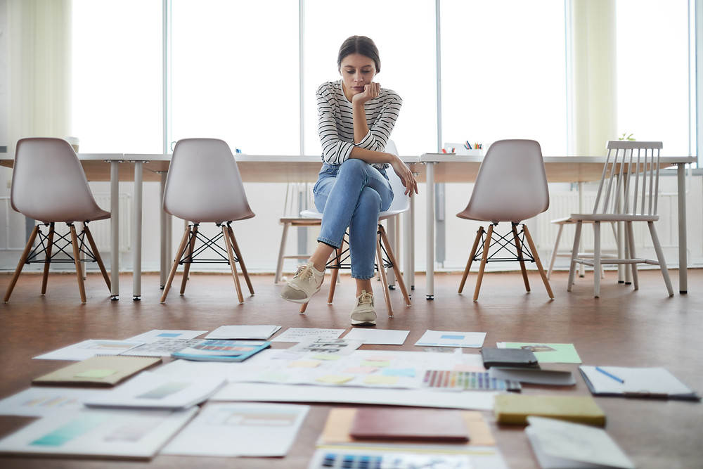 woman sit on the chair critics on innovation with design thinking